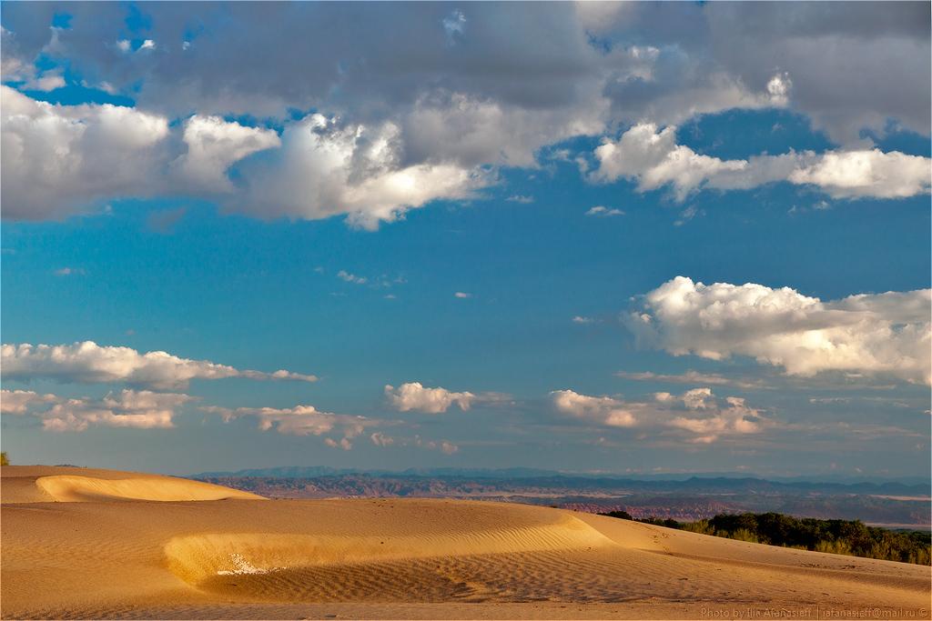Деревянное озеро (вид на горы Актау)
